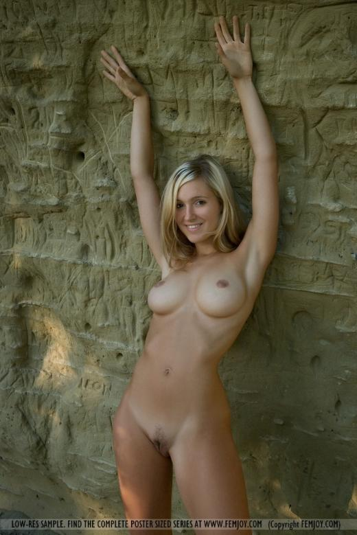 pics    shaved blonde   cave Babes