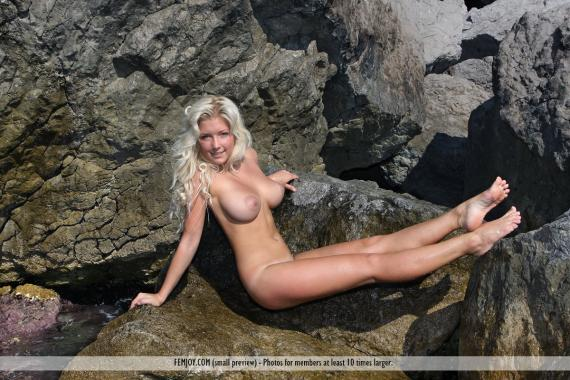 Melisa C, blonde, nude, busty, sea, rocks, wet