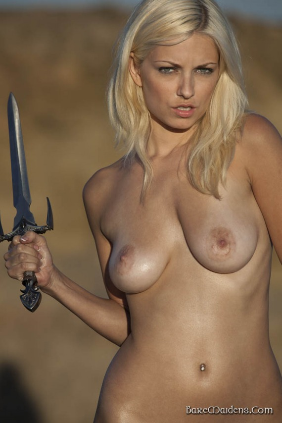 Anielle of Opila, blonde, strip, nude, ass, armour