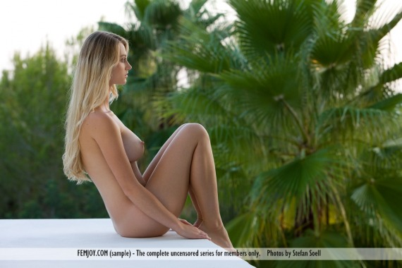 Carisha, blonde, nude, busty, ass, pose, outdoors