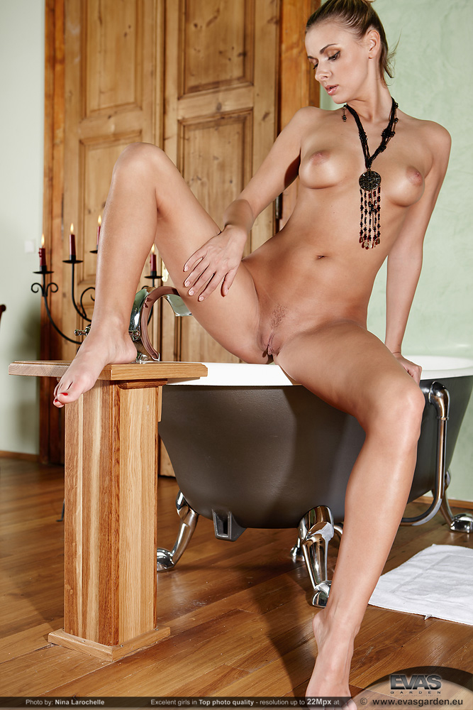 Katy, blonde, nude, bath, necklace