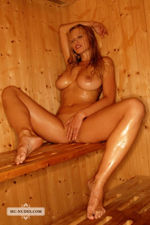 Can Girls nude in der sauna think, that