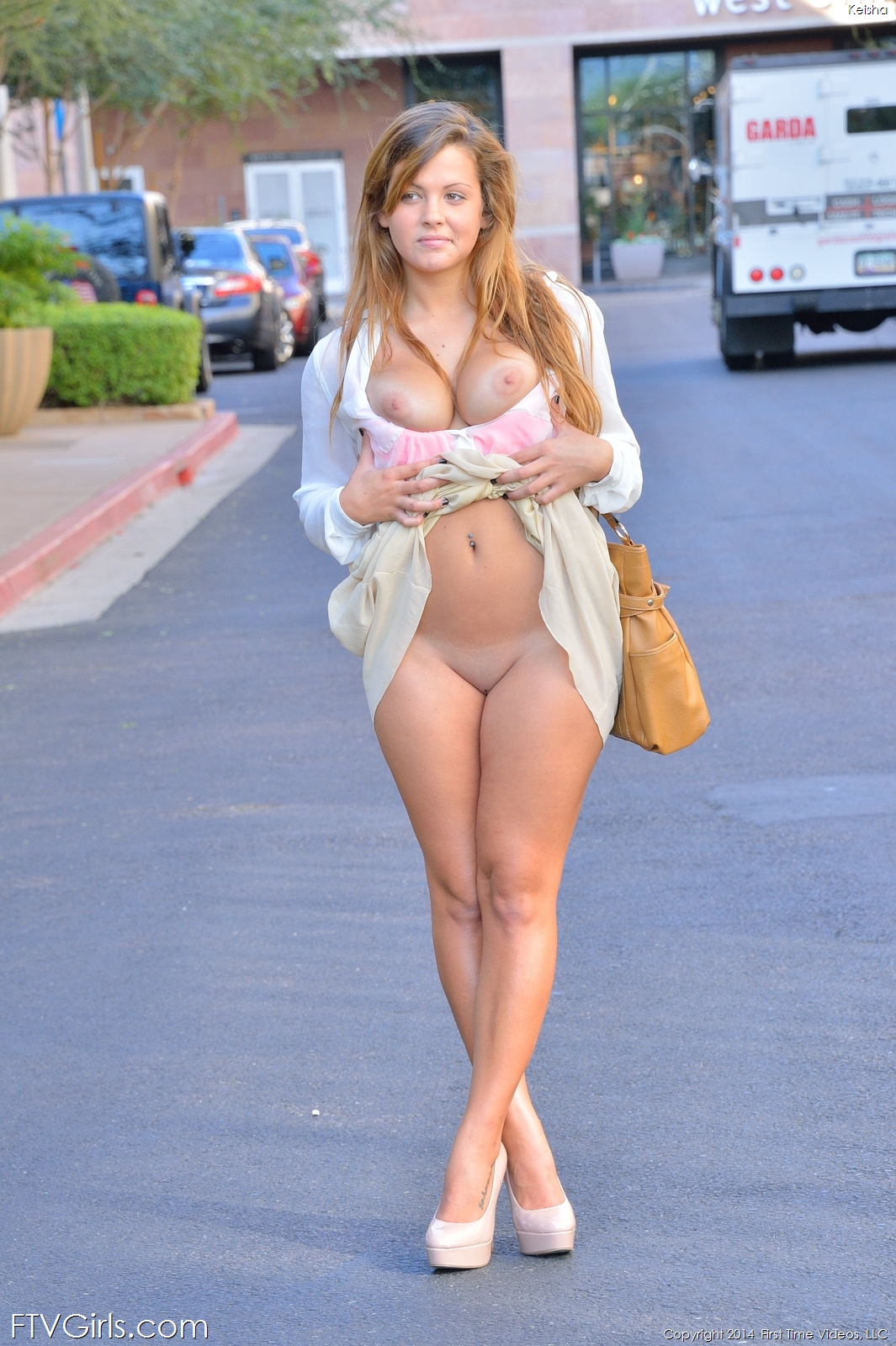 Girls Getting Naked Public