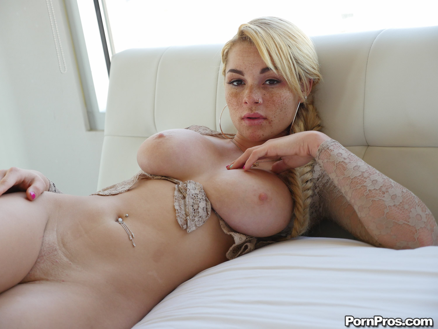 Ass traffic blonde girl deepthroats multple cocks get ass 8