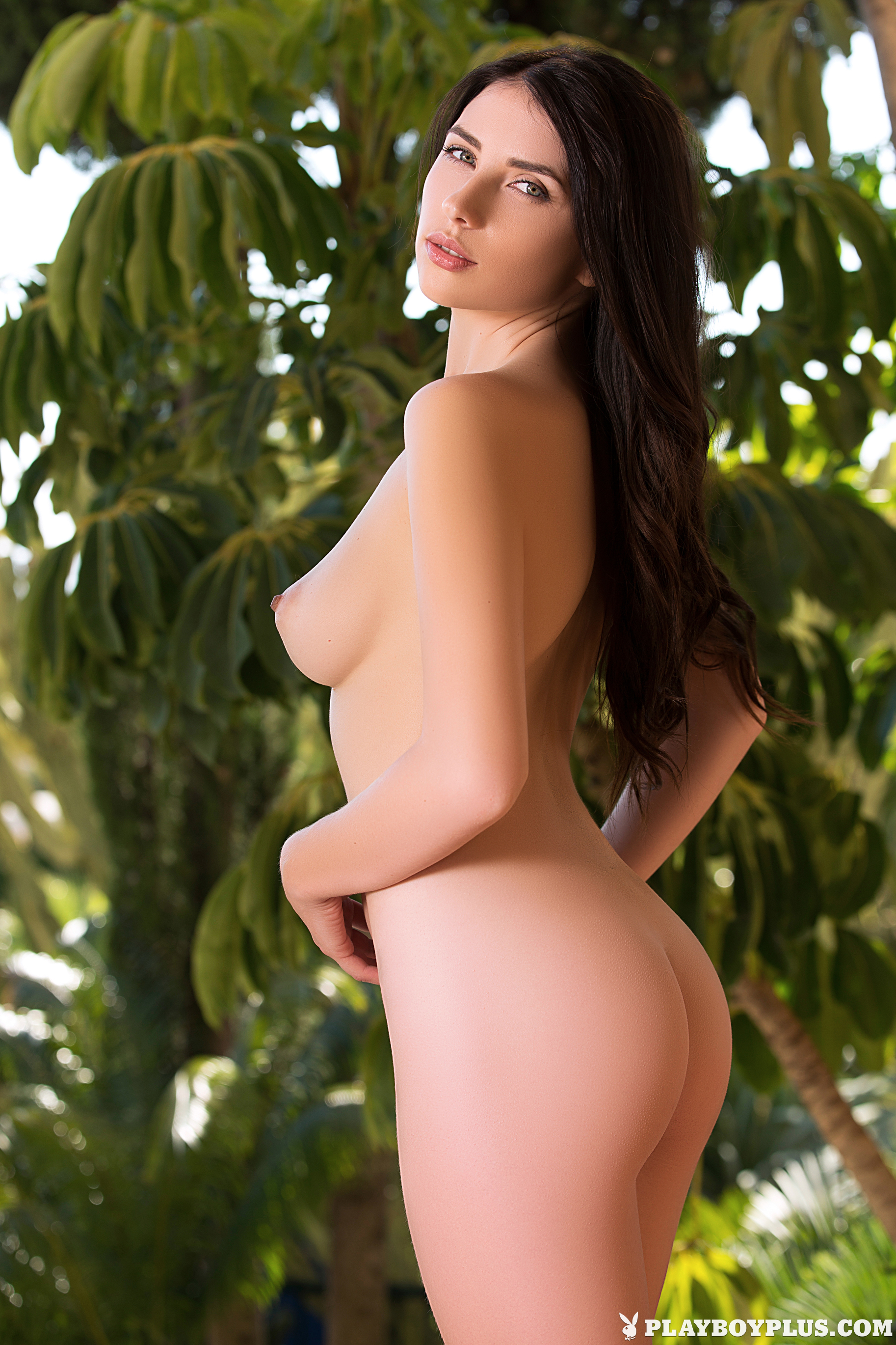 Niemira Sitting Outside Naked - Sexy Gallery Full Photo -6284