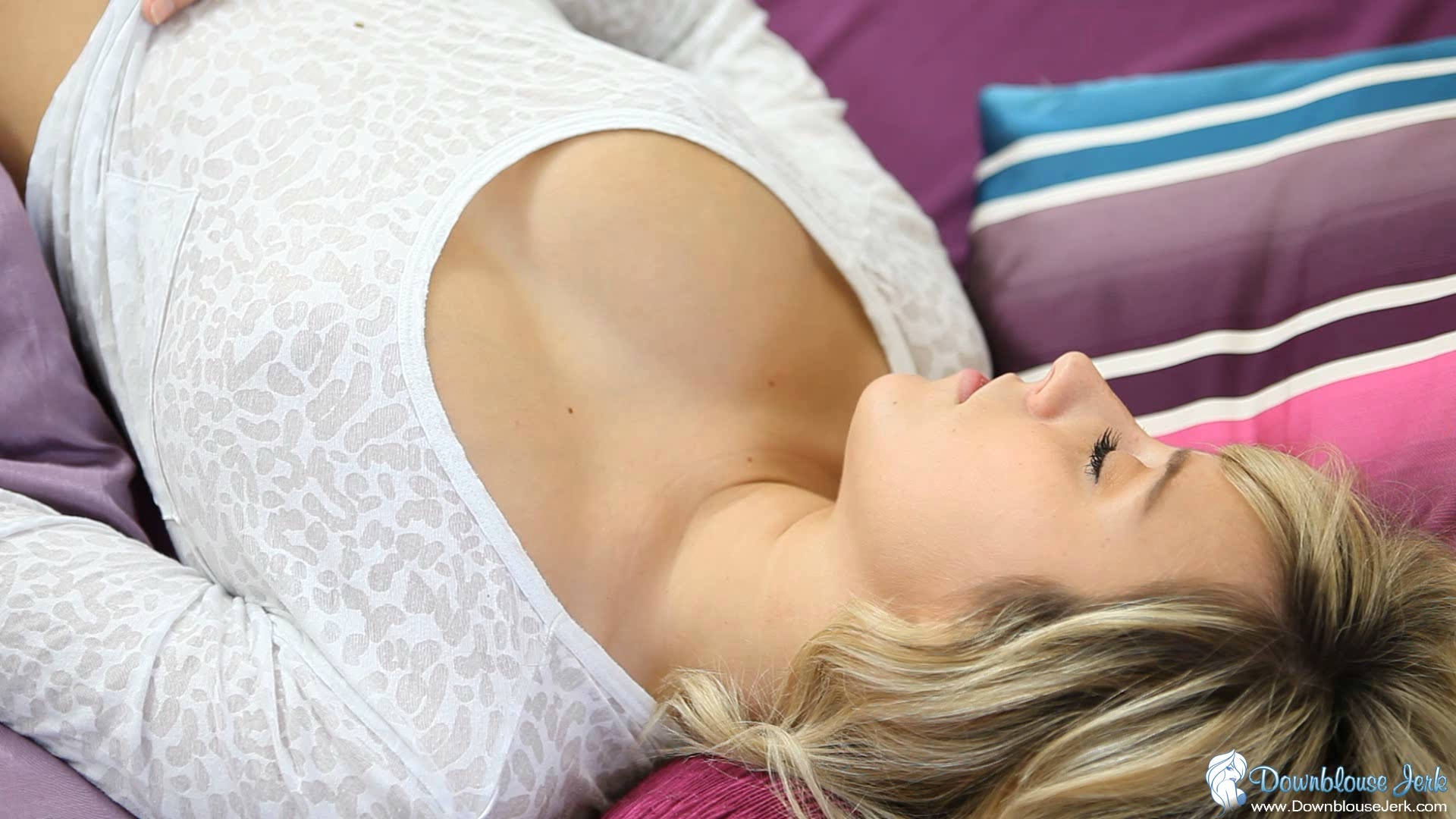 Congratulate, Downblouse boobs sleeping answer
