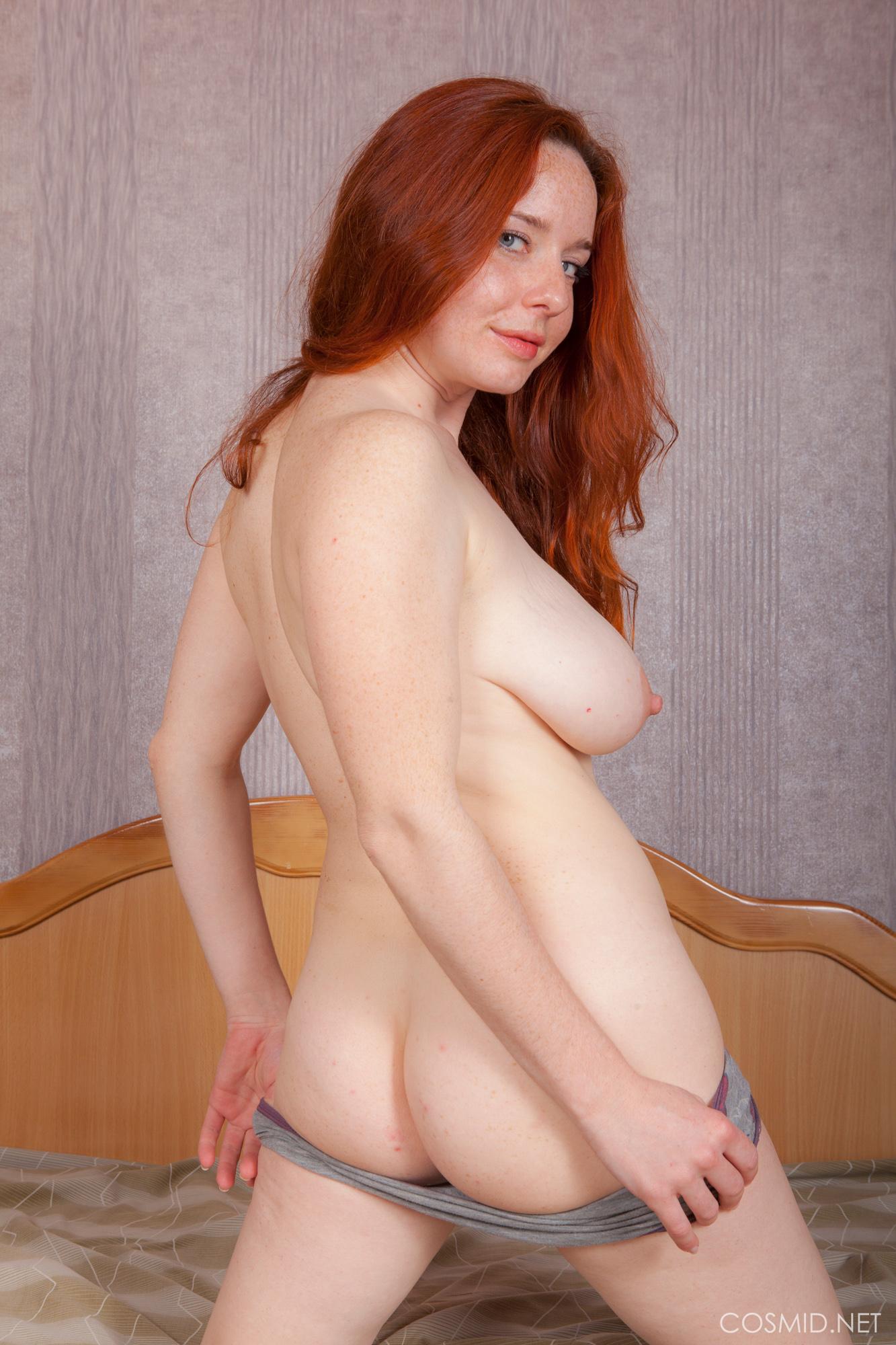 sex-melanie-redhead-sarah-nude-skinned
