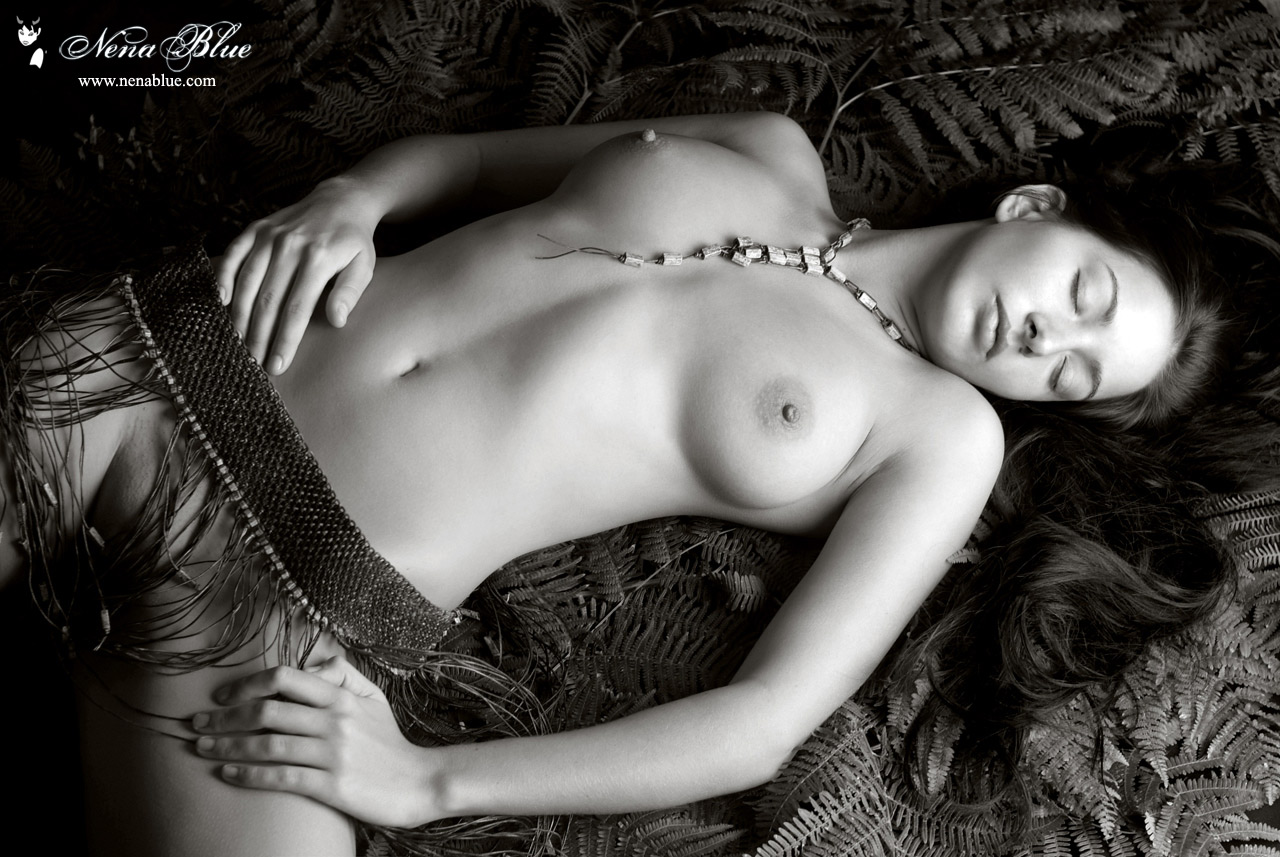 sexiest-ladies-naked-black-and-white