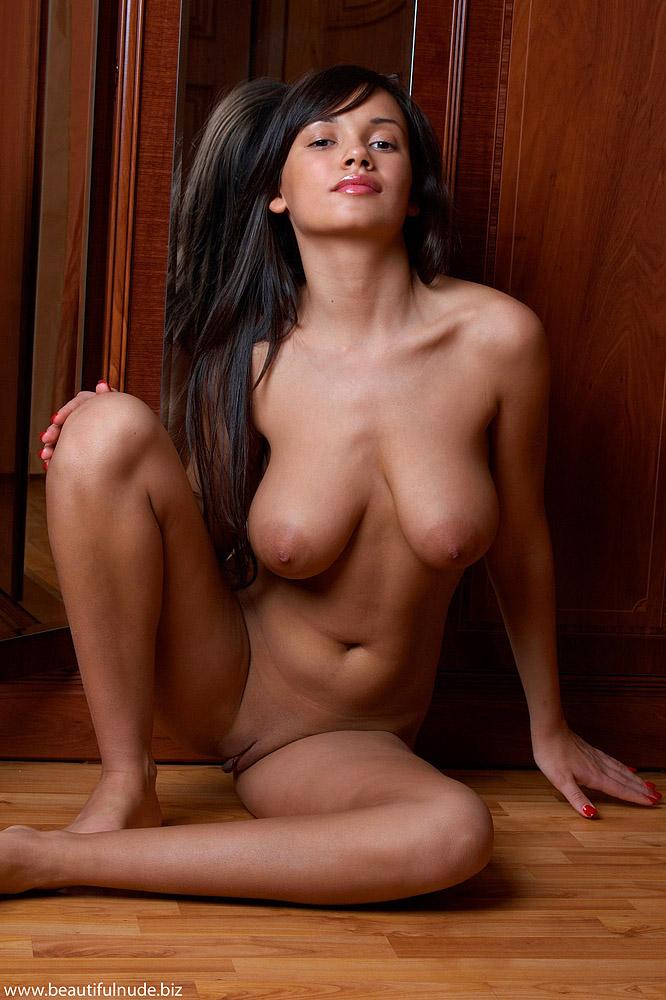 nude Cynthiara alona