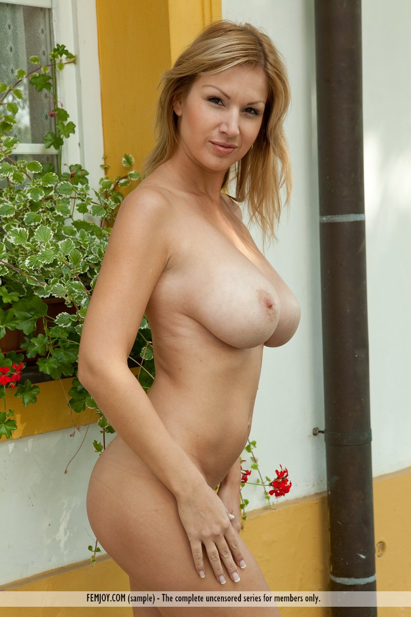 nude goldnerova Busty carol