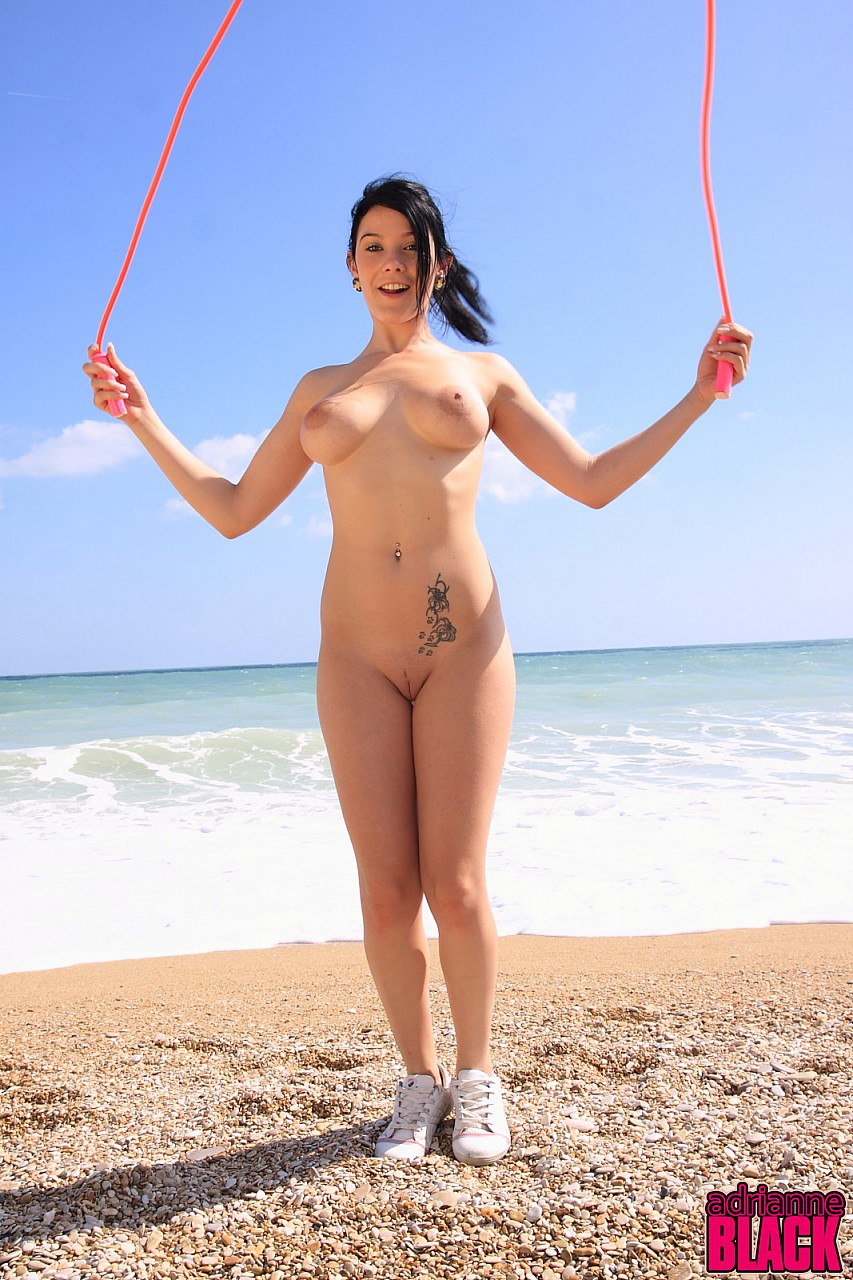girlfriend-naked-jumps-rope-naked