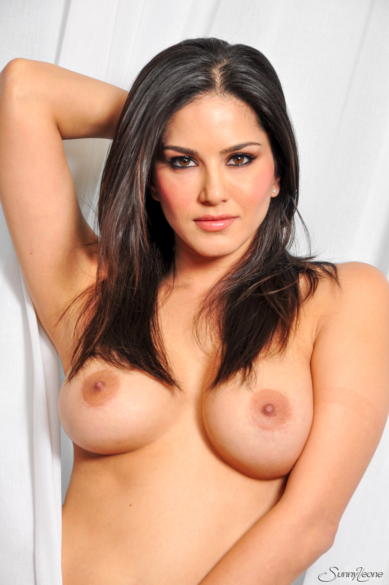 Nude Sunny Leone Poses With Curtains - Sexy Gallery Full -9289